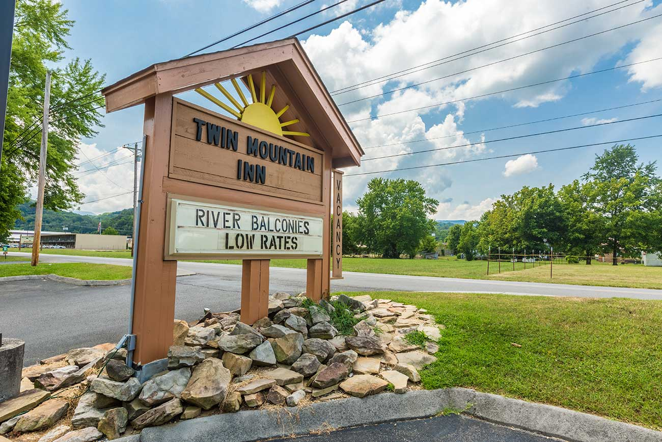 The sign for Twin Mountain Inn